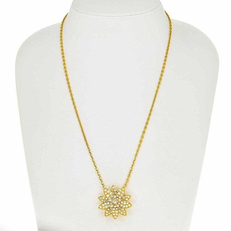 Round Cut Van Cleef & Arpels Diamonds 18 Karat Yellow Gold Lotus Clip Pendant Necklace For Sale