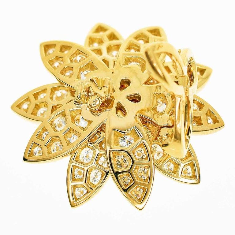 Women's Van Cleef & Arpels Diamonds 18 Karat Yellow Gold Lotus Clip Pendant Necklace For Sale