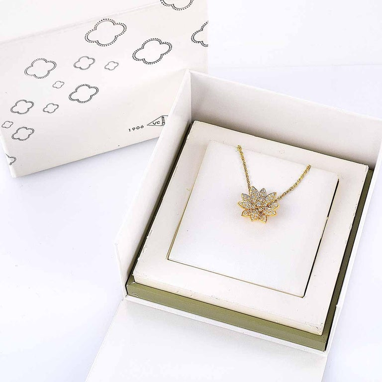 Van Cleef & Arpels Diamonds 18 Karat Yellow Gold Lotus Clip Pendant Necklace For Sale 3