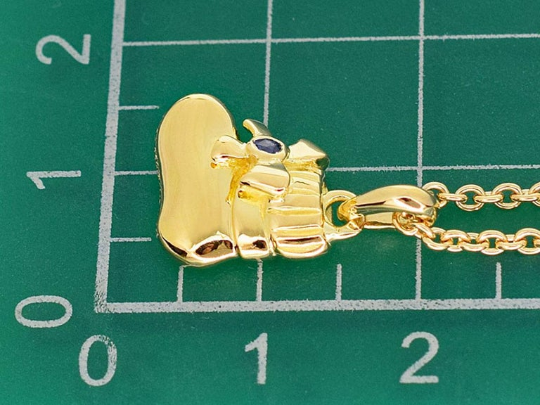 Van Cleef & Arpels Sapphire 18 Karat Yellow Gold Boots Pendant Necklace For Sale 1