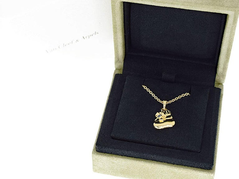 Van Cleef & Arpels Sapphire 18 Karat Yellow Gold Boots Pendant Necklace For Sale 2