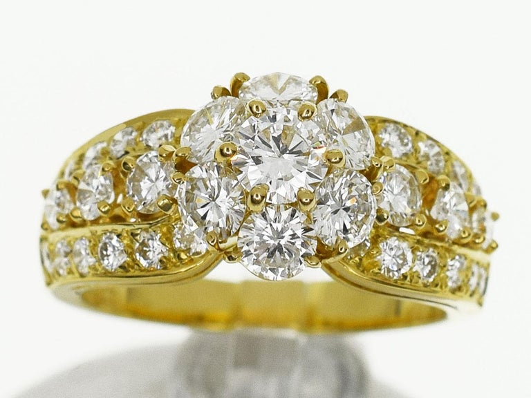 Brand :  Van Cleef&Arpels Name :  Snowflake diamond ring Material : Diamonds, 750 K18 YG Yellow Gold  Comes with : Van Cleef & Arpels Box, Case,VCA Repair certificate(Dec 2018) Ring size : British & Australian:K 1/2  /   US & Canada:51/2 /  French &