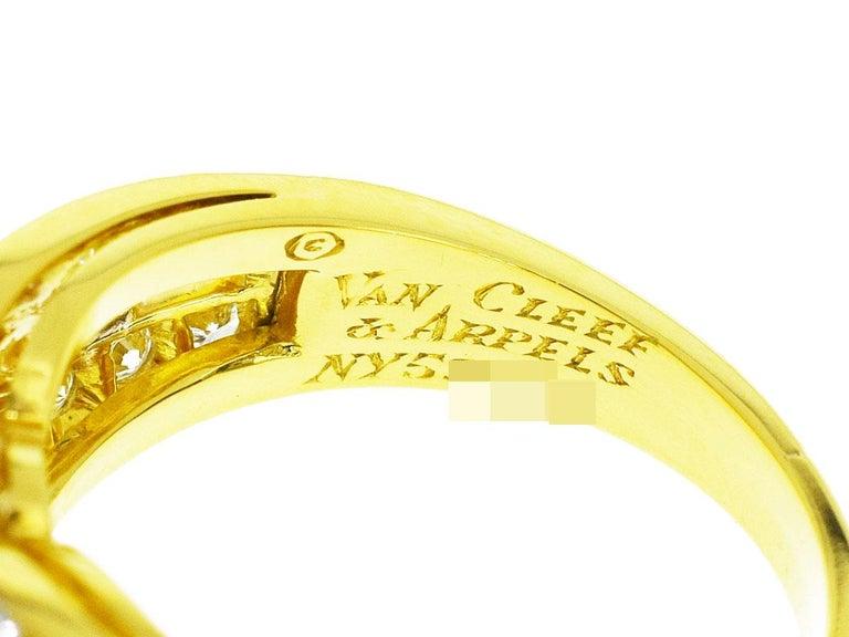 Van Cleef & Arpels Snowflake Diamond 18 Karat Yellow Gold Ring US 51/2 In Good Condition For Sale In Tokyo, JP