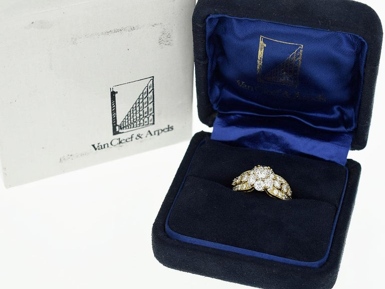 Van Cleef & Arpels Snowflake Diamond 18 Karat Yellow Gold Ring US 51/2 For Sale 4