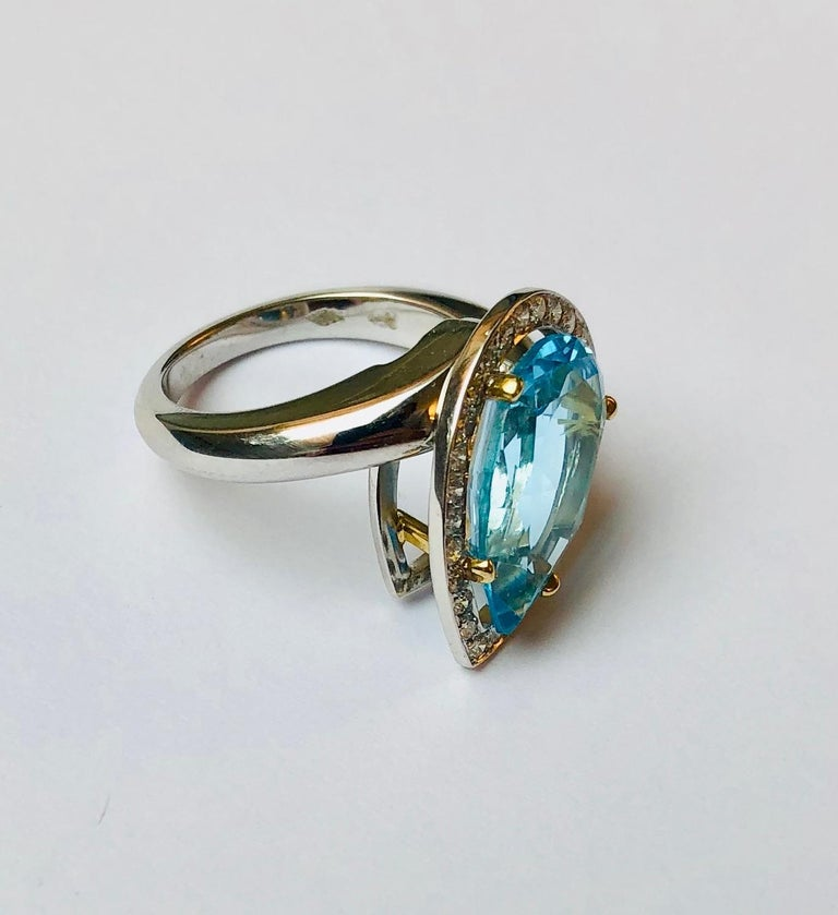 Van der Veken 18 Karat White Gold Blue Topaz and Diamond Statement Ring In New Condition For Sale In Antwerpen, BE