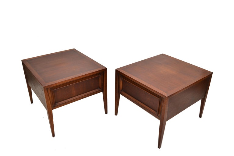 Vanleigh Walnut Night Stand, Bedside Tables American Mid-Century Modern, Pair For Sale 8