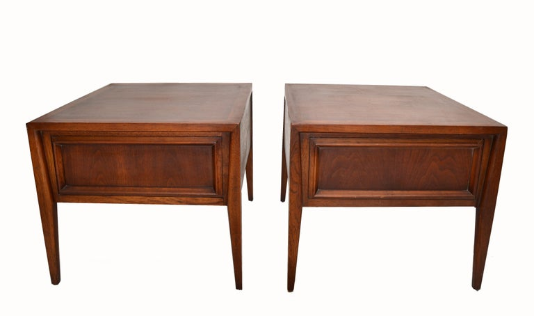 Pair of classical Vanleigh Furniture, New York night stands, bedside tables with one dovetailed drawer in Walnut. American made in the late 1960s.  Makers mark inside the drawer.