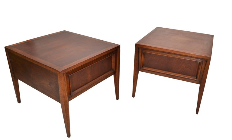 Vanleigh Walnut Night Stand, Bedside Tables American Mid-Century Modern, Pair In Good Condition For Sale In Miami, FL