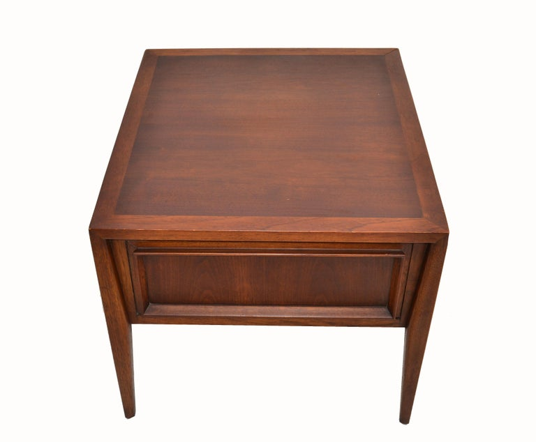 Vanleigh Walnut Night Stand, Bedside Tables American Mid-Century Modern, Pair For Sale 4