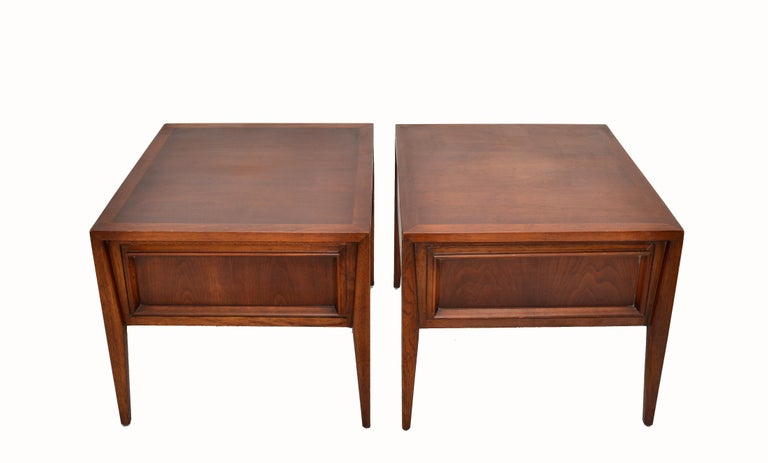 Vanleigh Walnut Night Stand, Bedside Tables American Mid-Century Modern, Pair For Sale 5