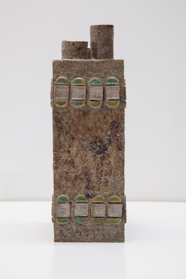 Beautiful constructivist vase in ceramic baked in the potter's oven designed by unknown Belgian ceramist of the 1970s with repeating leaf motifs and luminous stone color glaze with highlights of greens and yellows. Three openings to arrange