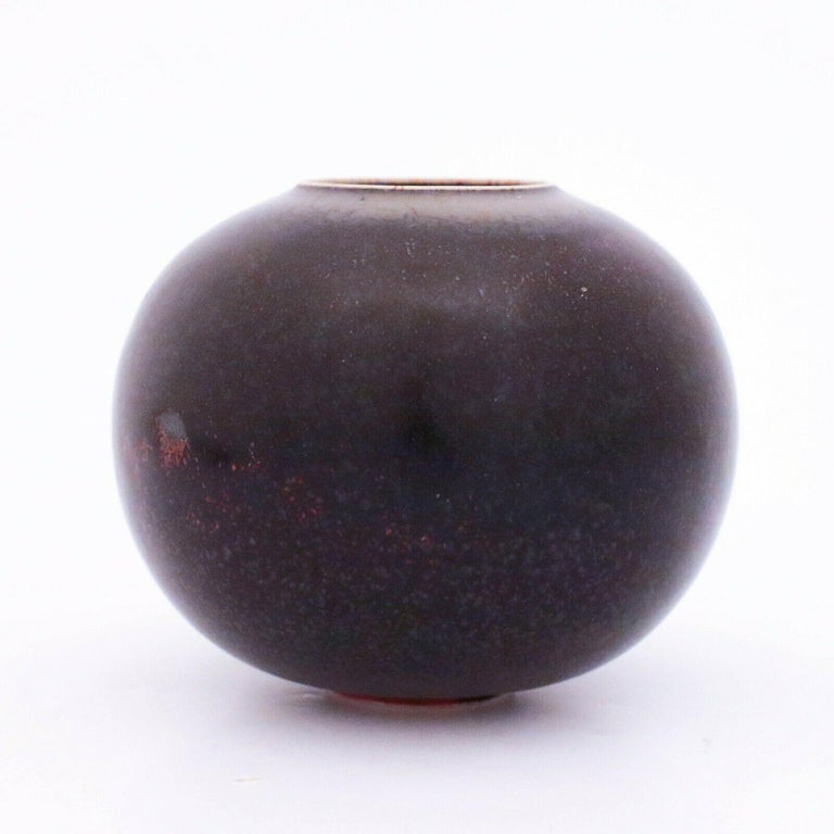 A vase designed by Stig Lindberg at Gustavsbergs Studio in Stockholm, it is 11 cm (4,4