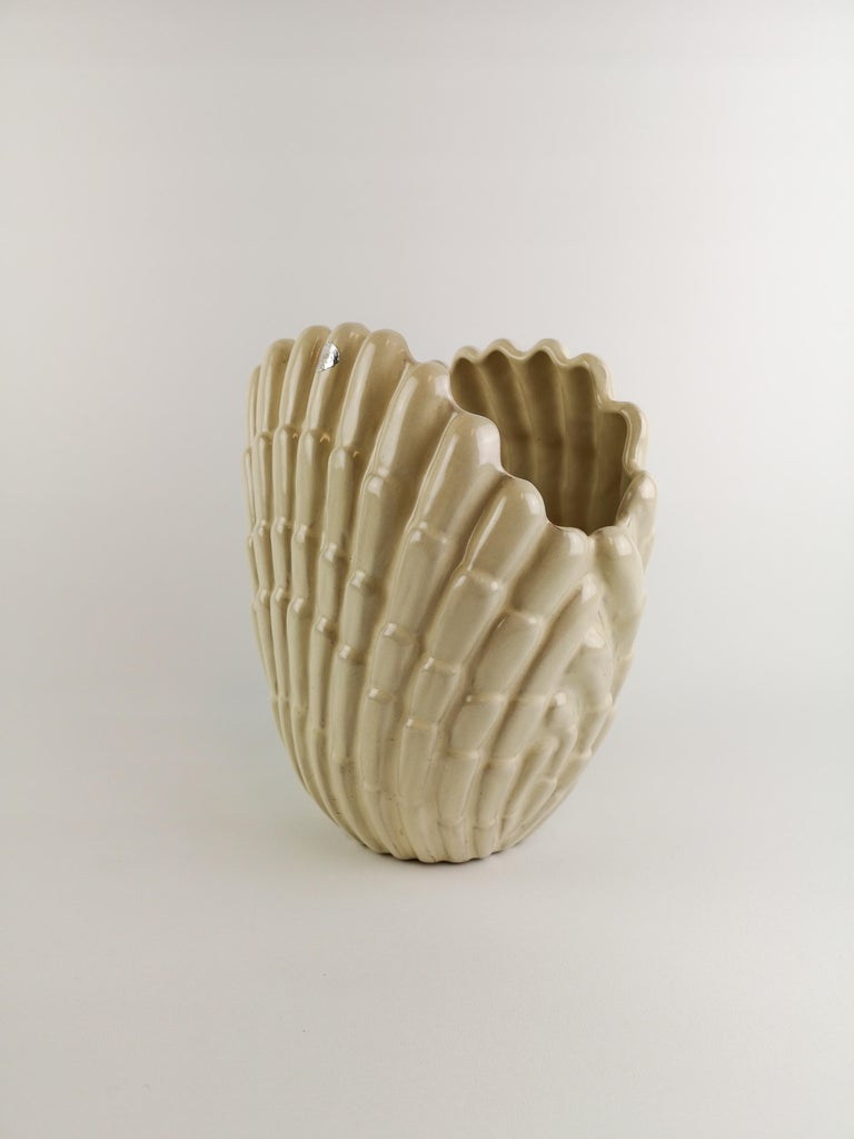 Wonderful vase created by Vicke Lindstrand for Upsala Ekeby in Sweden. Midcentury piece in very good condition.