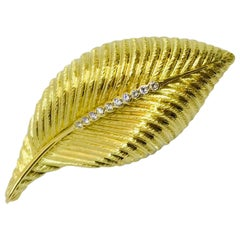 Vendorafa 18 Karat Yellow Gold and Diamond Leaf-Motif Broochm, Made in Italy