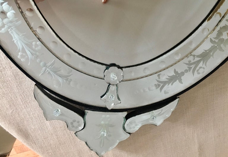 Venetian Hollywood Regency Style Oval Wall Mirror with Etched Floral Motif Italy In Good Condition For Sale In Lambertville, NJ