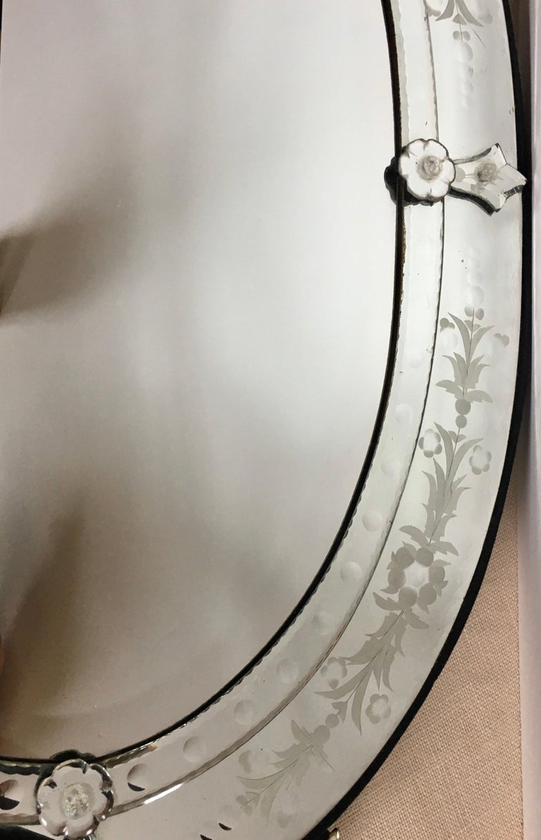 20th Century Venetian Hollywood Regency Style Oval Wall Mirror with Etched Floral Motif Italy For Sale