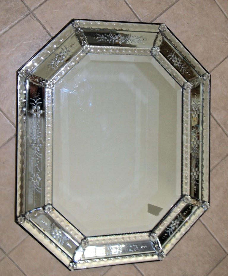 Venetian Italian Octagonal Etched Wall Mirror In Good Condition For Sale In Palm Springs, CA