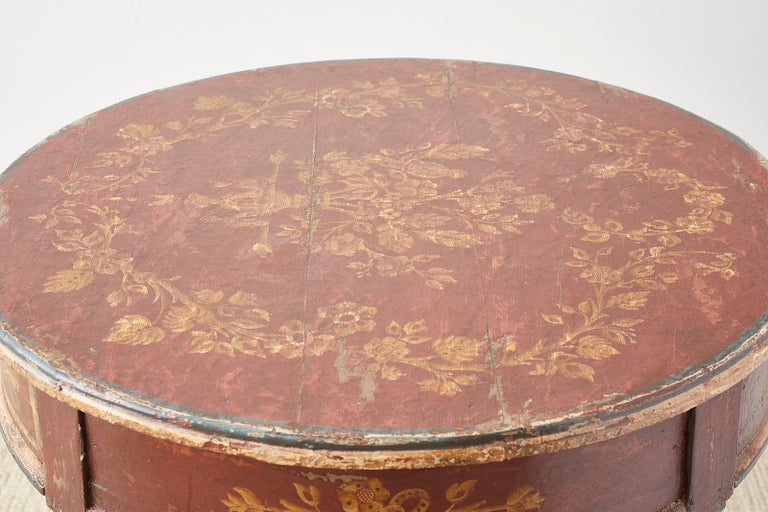 Venetian Style Round Lacquered Lamp Table For Sale 9