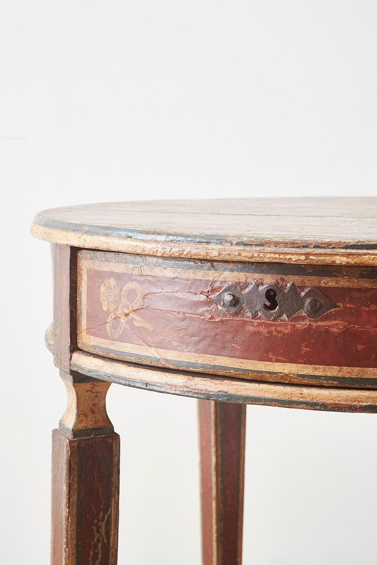 Venetian Style Round Lacquered Lamp Table For Sale 1