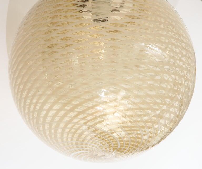 Venini 1930s Reticello Glass Globe Chandelier In Excellent Condition For Sale In New York, NY