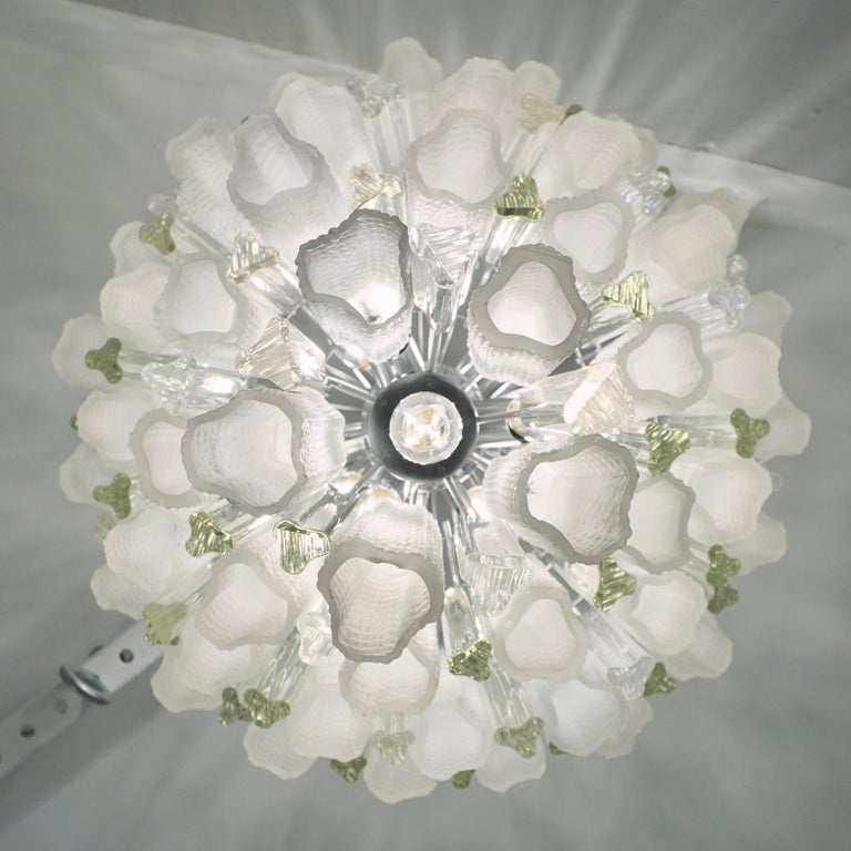 Mid-Century Modern Venini 1960s Cylinder Crystal and White Murano Glass Round Chandelier on Nickel For Sale