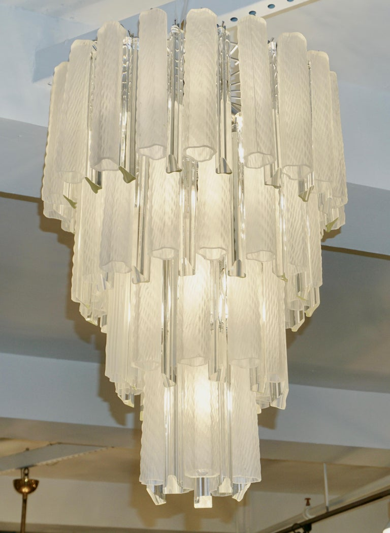 Venini 1960s Cylinder Crystal and White Murano Glass Round Chandelier on Nickel For Sale 1
