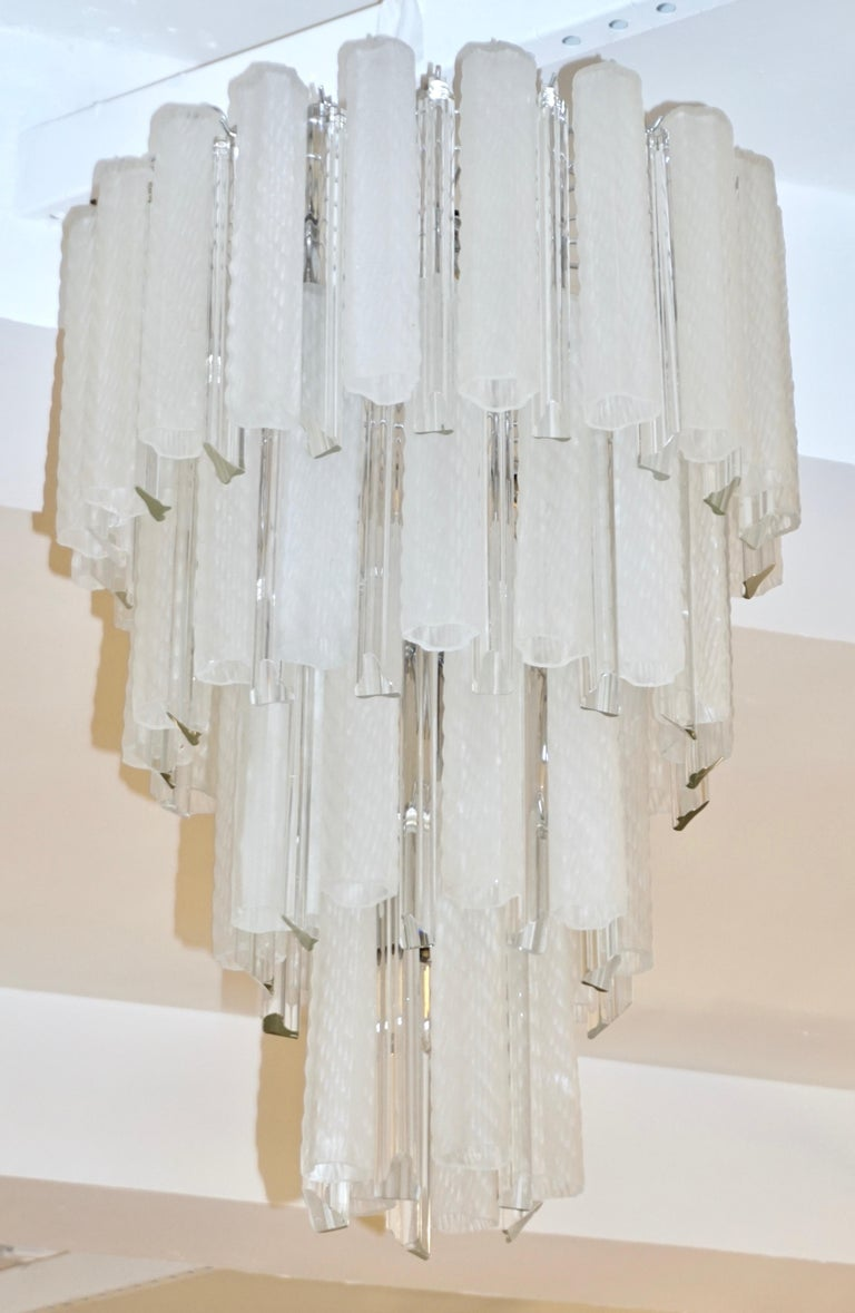 Venini 1960s Cylinder Crystal and White Murano Glass Round Chandelier on Nickel For Sale 2