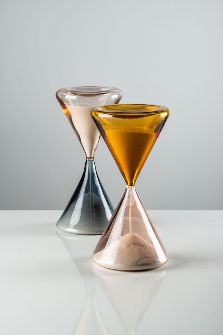 Clessidra hourglass in grape and pink Murano glass by Paolo Venini and Riedizione. Limited edition in 99 art pieces each. Little grains of sand, impalpable and unnoticeable as a whole yet so real, like time ticking away. In 1957, Fulvio Bianconi and