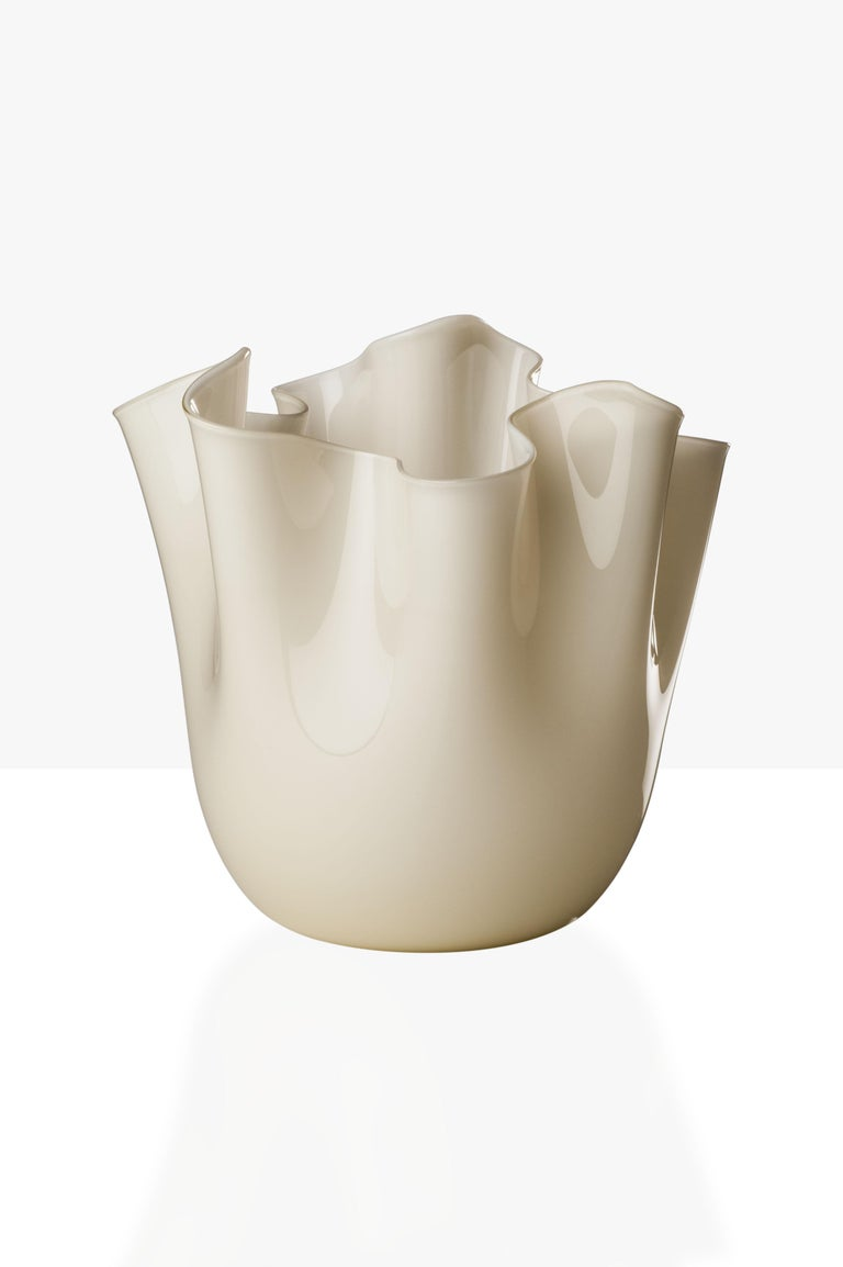Fazzoletto glass vase, designed by Fulvio Bianconi and Paolo Venini and manufactured by Venini, is available in three different sizes. Original designed in 1948. Indoor use only.  Dimensions: Ø 23 cm, H 31 cm.