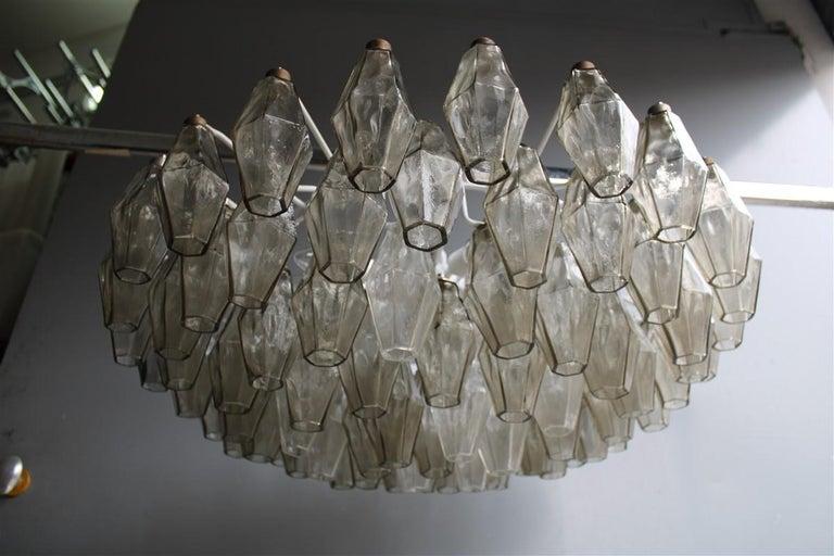 Venini great round chandelier poliedri grey white color Murano glass, 1950s 12 lamps bulbs E14 max 40 watt each.