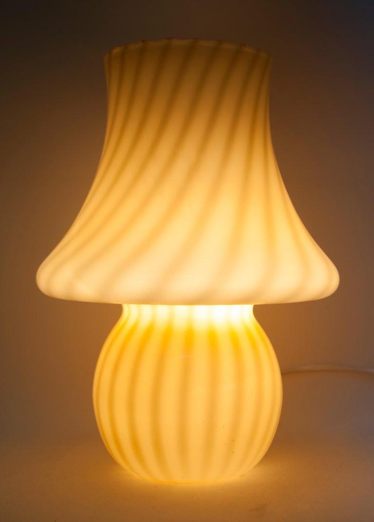 Venini Mid-Century Modern Italian Murano Glass Table Lamp, 1970s In Good Condition For Sale In Cerignola, Italy Puglia