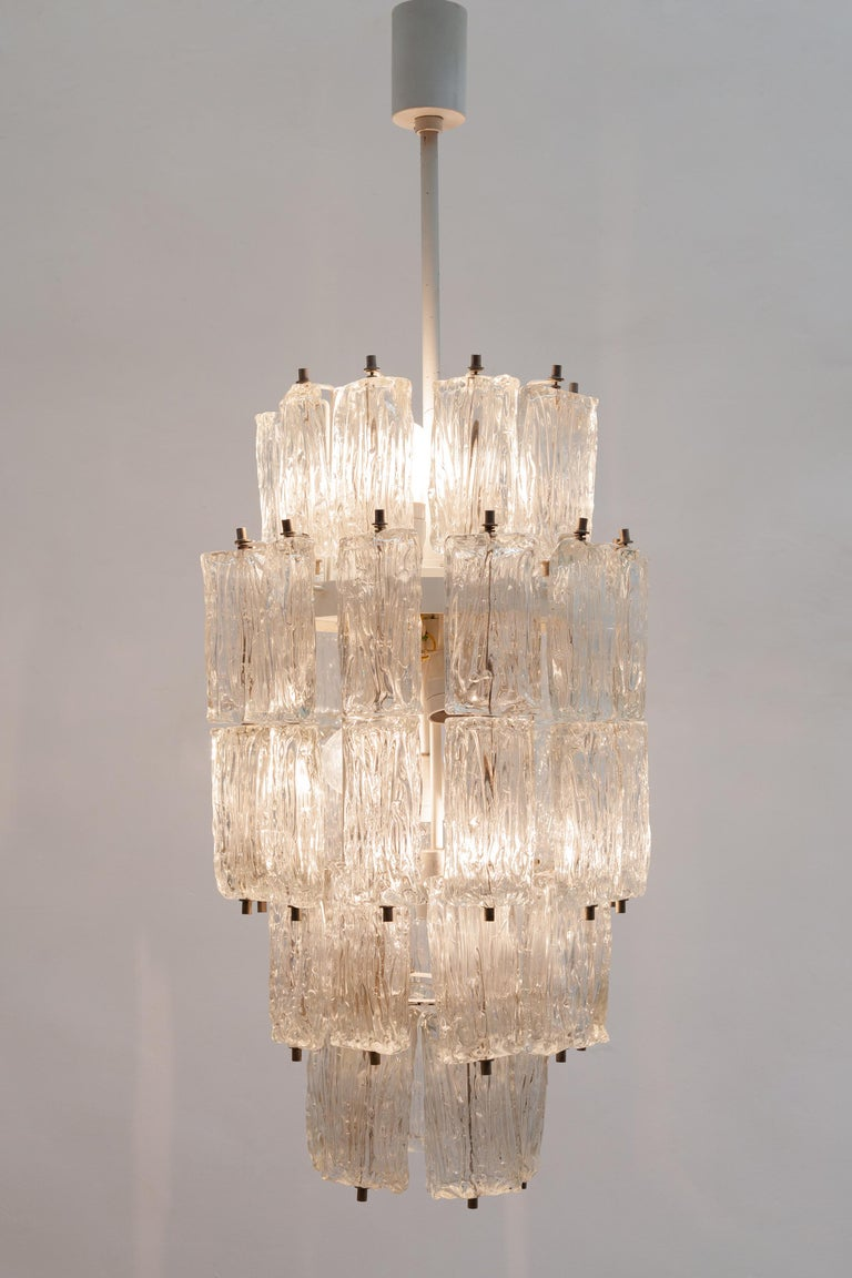 Mid-Century Modern Venini Large Chandelier Iced Textured Clear Glass Five Tiers 1960s Murano, Italy For Sale