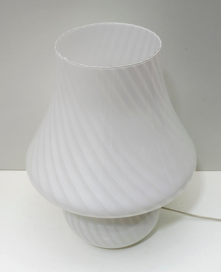 Venini Mid-Century Modern Italian Murano Glass Table Lamp, 1970s For Sale 1