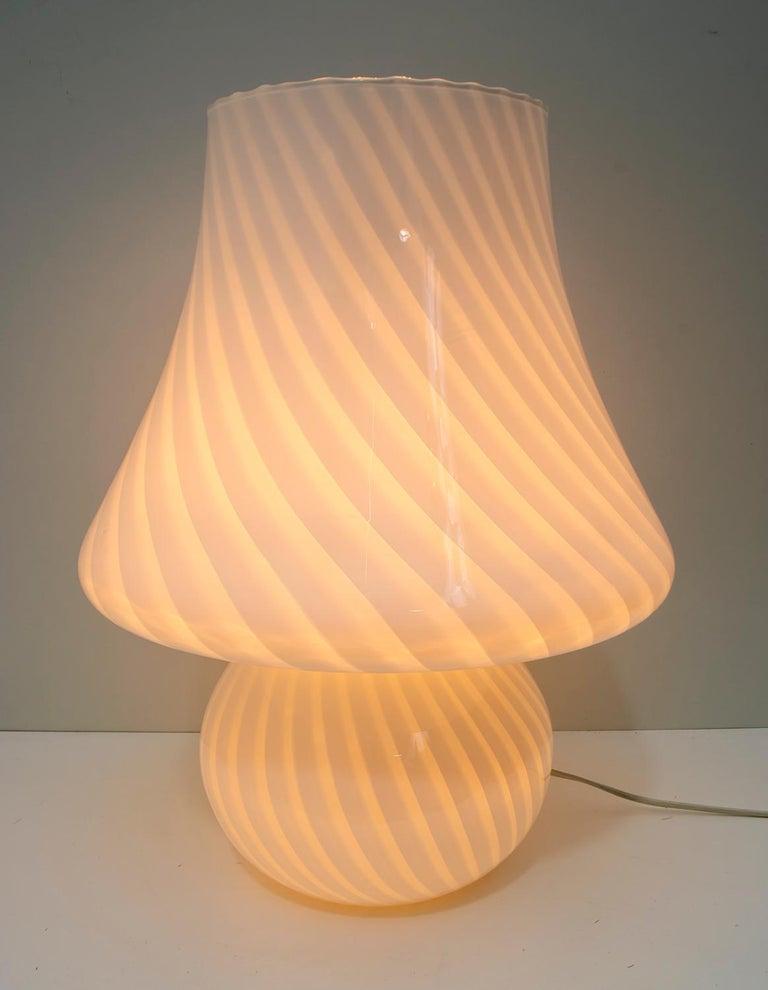 Venini Mid-Century Modern Italian Murano Glass Table Lamp, 1970s For Sale 4