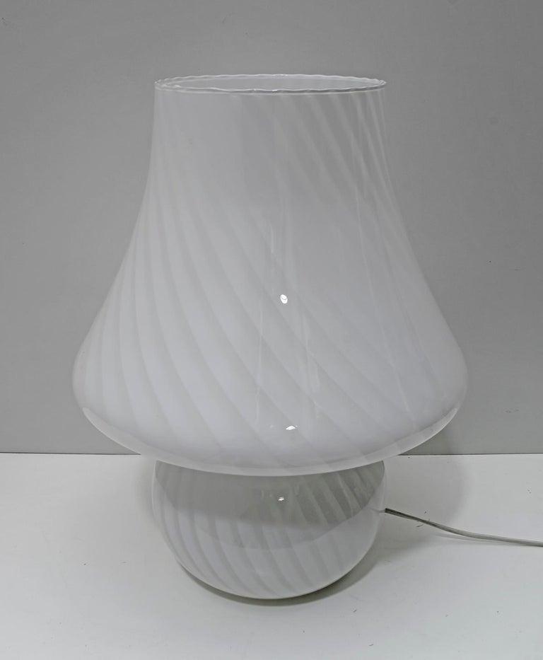 Venini Mid-Century Modern Italian Murano Glass Table Lamp, 1970s For Sale 5