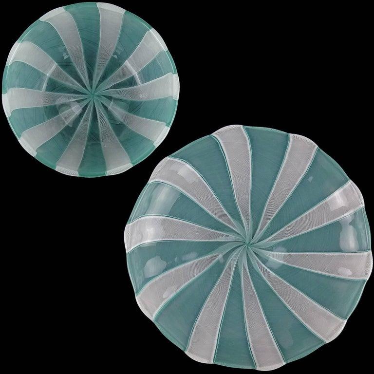 Hand-Crafted Venini Murano Jade Green White Micro Ribbons Italian Art Glass Bowl Dish Set For Sale