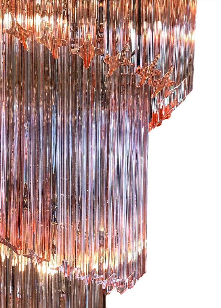 "Venini ""Triedri"" Spiral Pink Murano Glass Chandelier In Excellent Condition For Sale In Austin, TX"