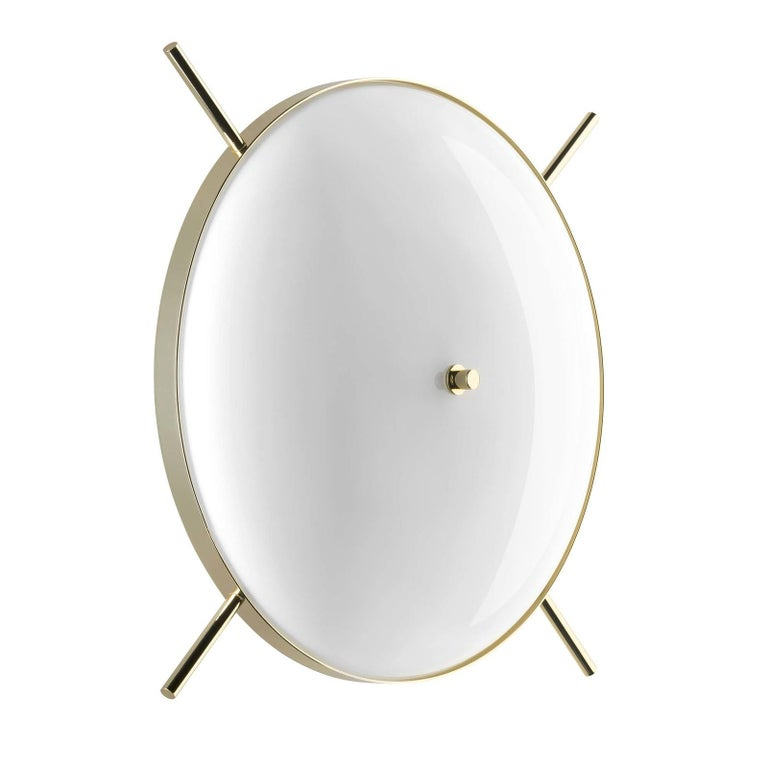 Either alone or paired with the Venusia small sconce, this exquisite wall lamp, part of the Home Couture collection, will enliven the texture of a wall while providing an elegant interior with warm light. The structure in brass combines a ring and
