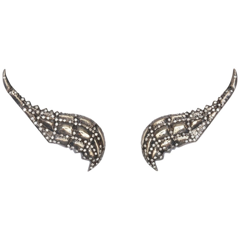Venyx 9 Karat Gold and Diamond Lady Caiman Black Earrings For Sale