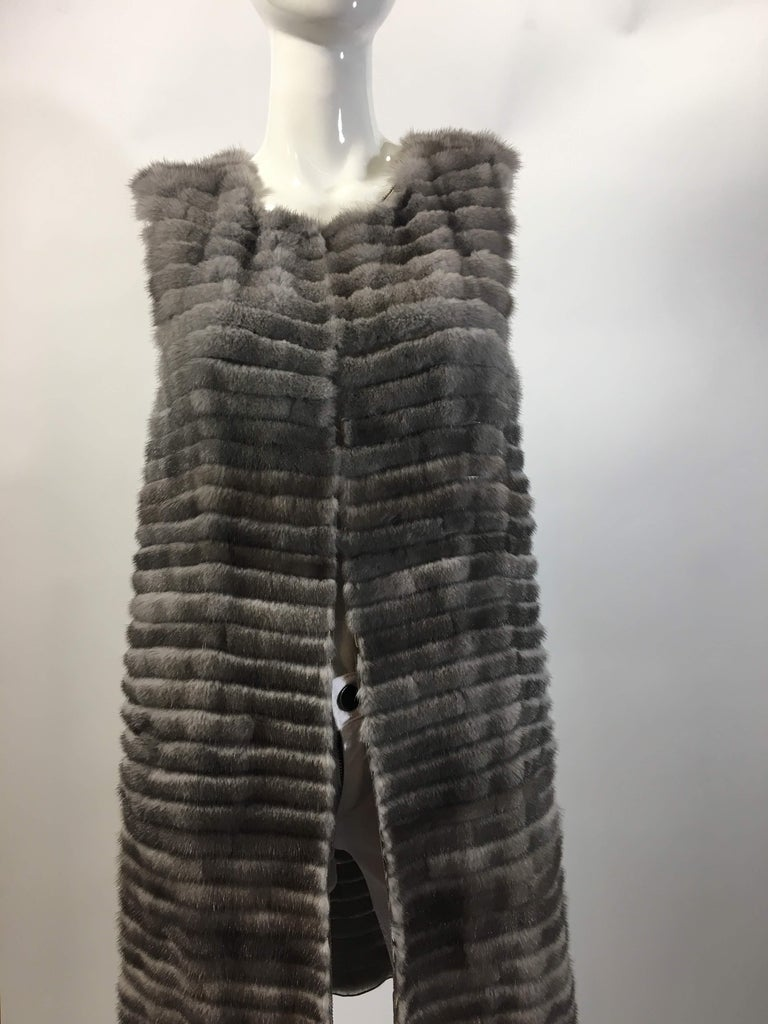 Vera Wang Collection White Open Front Vest Tiered -Style Knee Length Coat Gray 100% Mink Made in the USA Sheer Silk Lining Size 4