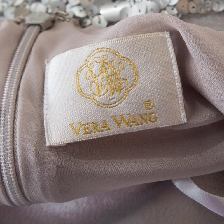 Vera Wang Grey Satin Sequin Embellished Halter Tie Up Flared Dress M In Good Condition For Sale In Dubai, Al Qouz 2