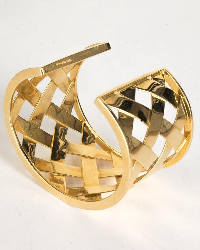 Verdura 18K Yellow Gold Criss Cross Cuff In Good Condition For Sale In Scottsdale, AZ