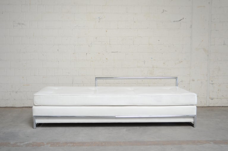 Vintage daybed with the name Day bed by Eileen Gray.  Manufactured by Vereinigte Werkstätten Munich before Classicon. Classic piece of furniture. White leather and chrome tubular steel frame. It has some stains on the right side.