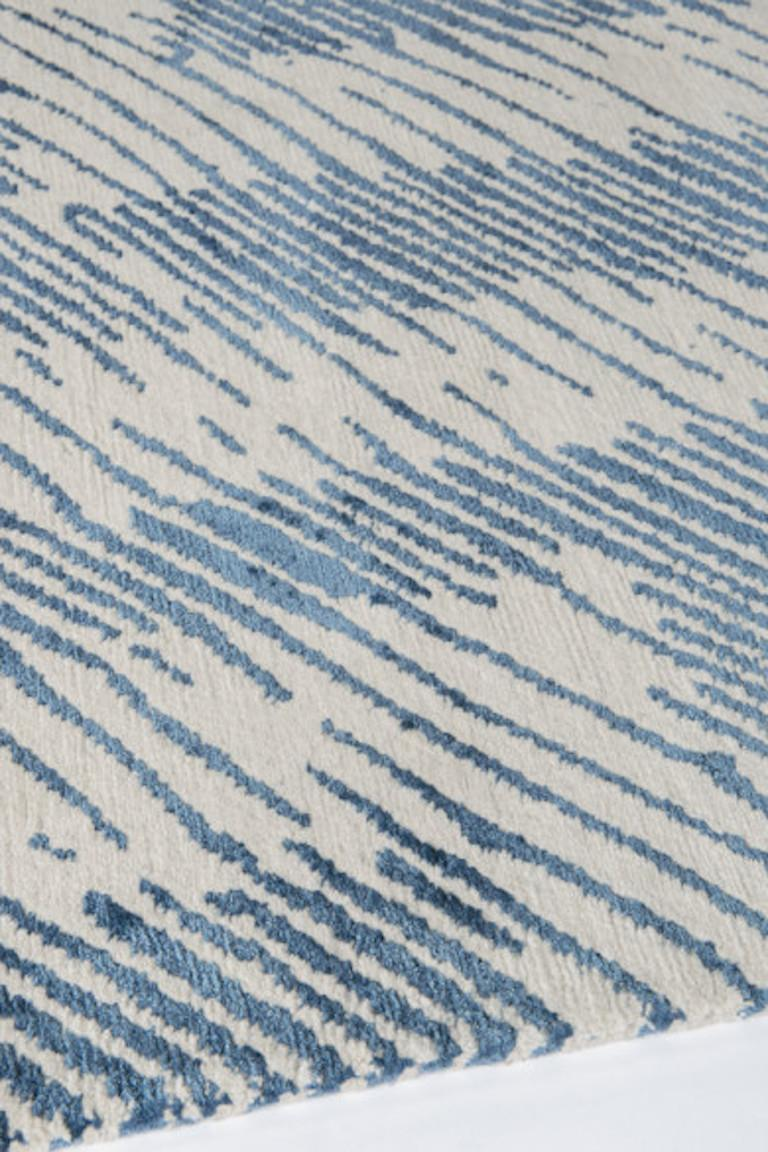 For Sale: undefined (Blue) Verge Rug in Hand Knotted Wool and Silk by Kelly Wearstler 3