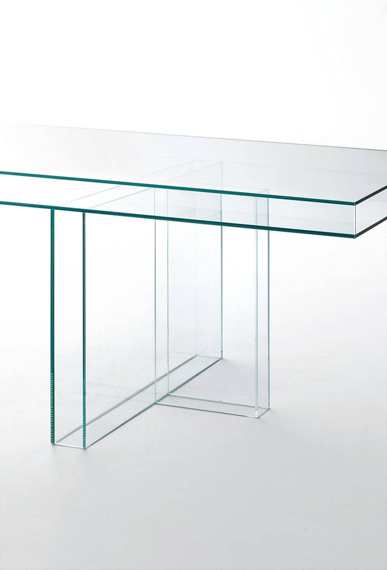 Verglas high table is shown here in the transparent extralight tempered glass in the larger size. The table is constructed from boxed volumes in mm. 10 thick transparent extralight tempered glass, obtained thanks to complex gluing manufacturing. The