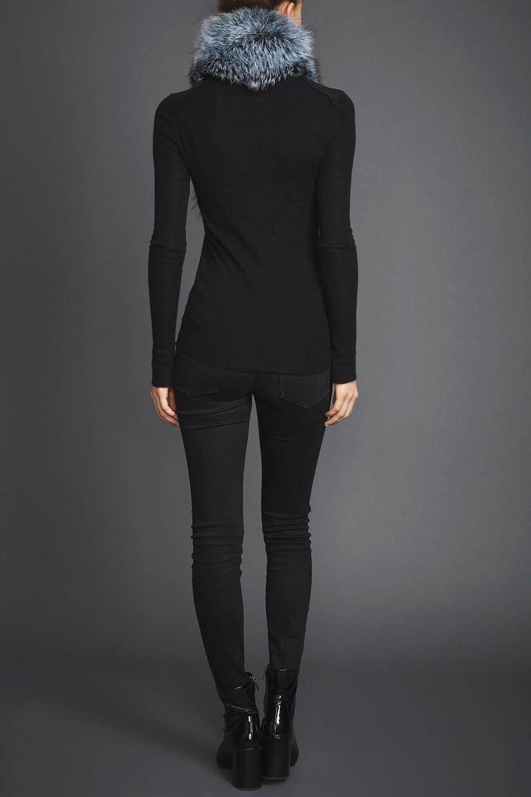 Verheyen Lapel Cross-through Collar in Iced Topaz Fox Fur - Valentines gift For Sale 1