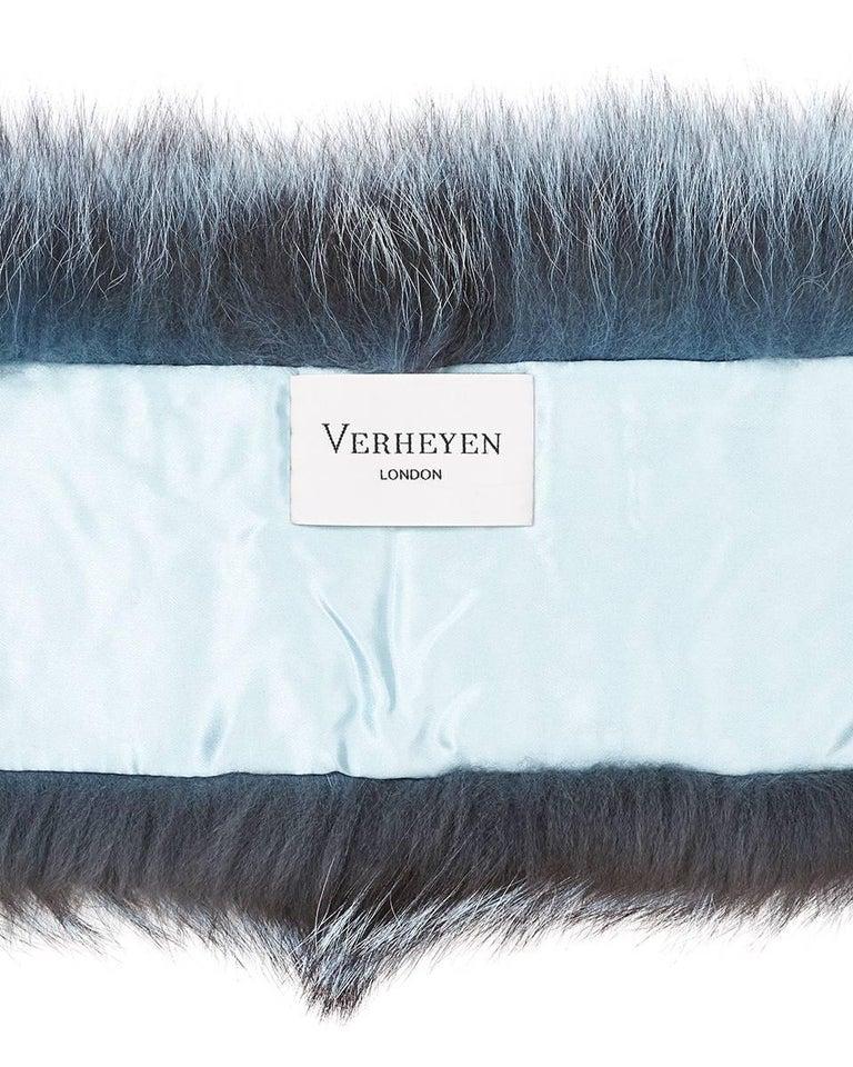 Verheyen Lapel Cross-through Collar in Iced Topaz Fox Fur - Valentines gift For Sale 2