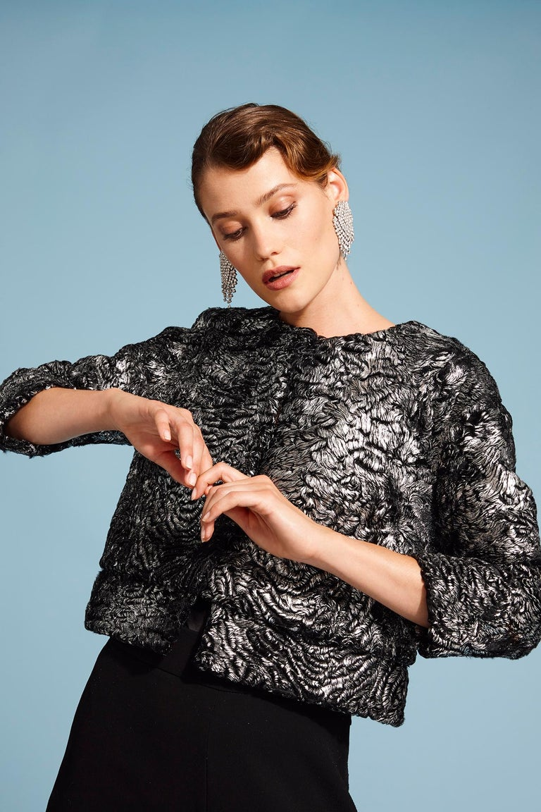 PRODUCT DETAILS  The Cropped Jacket is Verheyen London's classic staple which is effortlessly chic and cool. For black tie events or lunch, this jacket will transform any oufit you put together making you feel empowered.  Brand New  Colour: Metallic