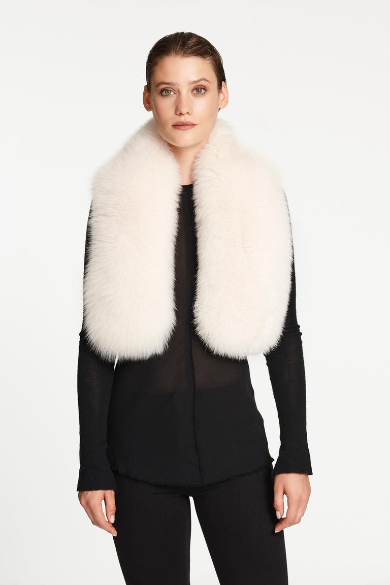 Women's or Men's Verheyen London Lapel Cross-through Collar in Pearl White Fox Fur Brand New  For Sale