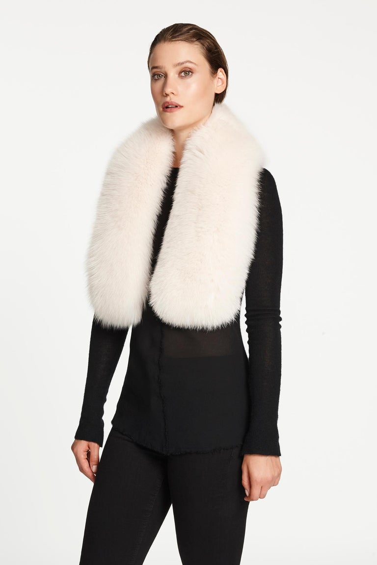 Verheyen London Lapel Cross-through Collar in Pearl White Fox Fur  In New Condition In London, GB